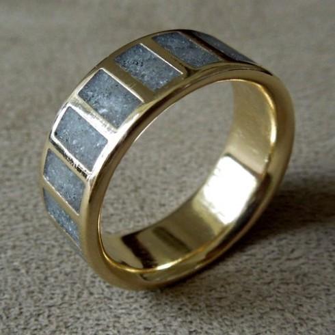 crushed-glass-gold-wedding-band-2