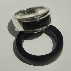 pure-obsidian-wedding-band-3