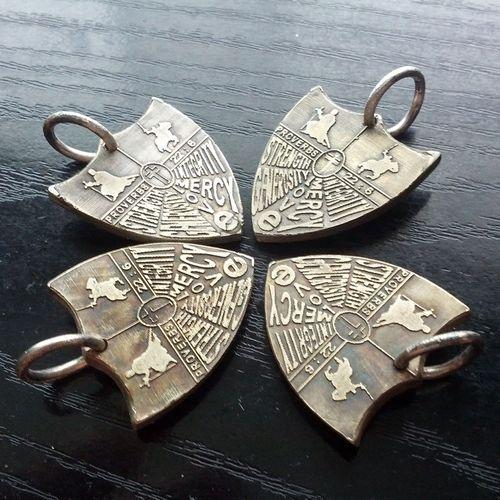 old-looking-pendants-1
