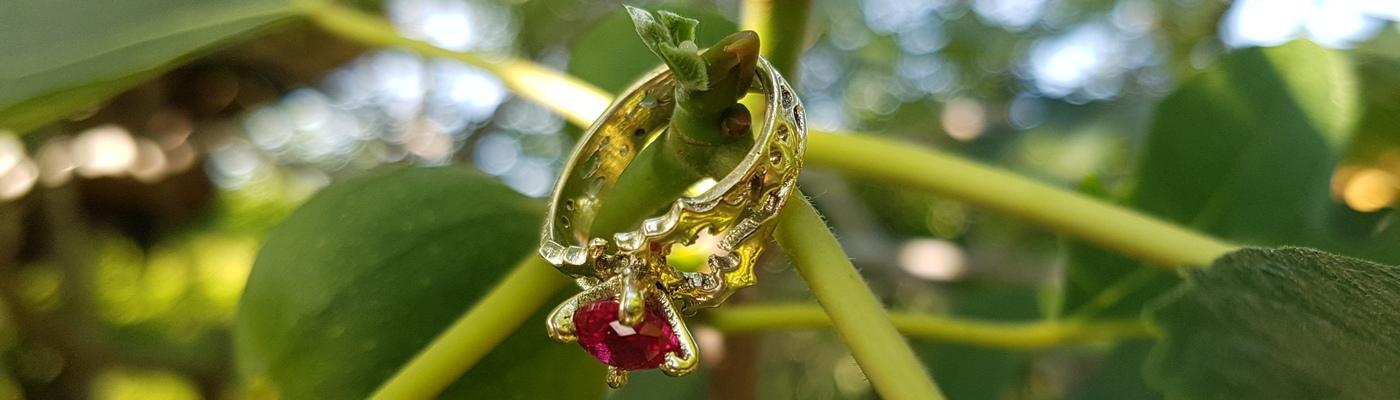 batman-engagement-ring-gold-1